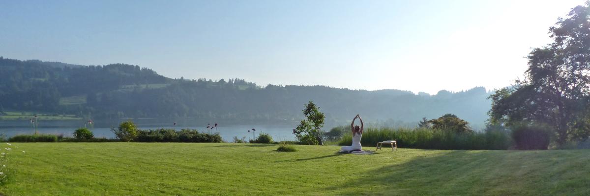 Outdoorweeks | Sonnenuntergangs Yoga über dem Alpsee in Immenstadt